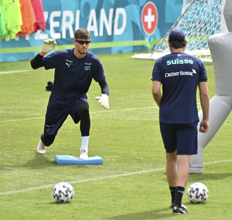 Swiss Goalkeepers Training with Visionup Strobe Glasses